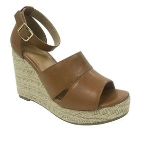Time and Tru Womens Covered Wedge Size 8 in Cognac